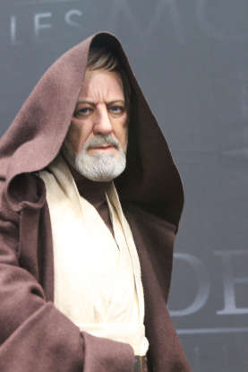 30. How much total does Obi-Wan Kenobi offer to pay Han Solo for passage on the <em>Millennium Falcon</em>?