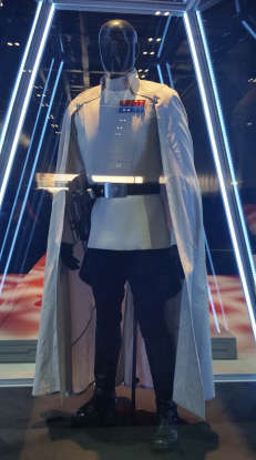 3. What social status does Orson Krennic, Director of the Advanced Weapons Research, promise to Lyra Erso and her family in return for Galen