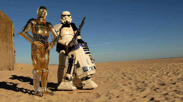 6. Who plays the character R2-D2 in this film?