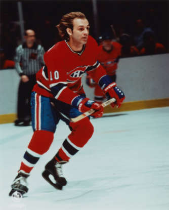 22. Only 3 players have won both the Conn Smythe and Hart Memorial Trophy in the same year. They are Wayne Gretzky, Bobby Orr, and which other hockey great?
