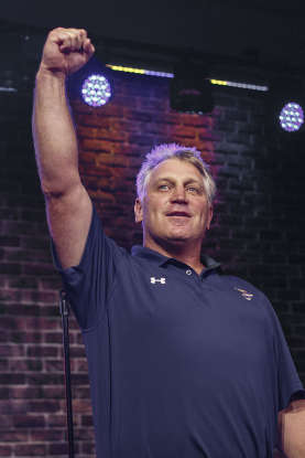 27. In the 1990-91 season, Brett Hull scored the most goals by a right-winger in NHL history, a record that still stands today. How many goals did he score?