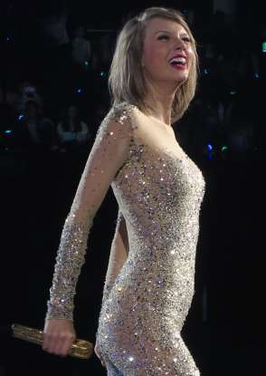6. What year did T-Swift release her first studio album, <em>Taylor Swift</em>?