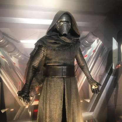 30. Which system is targeted by the Starkiller on General Hux