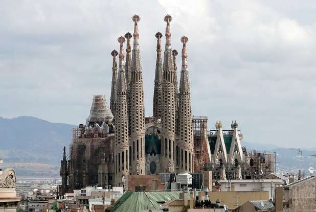 17. Which famous landmark is this?