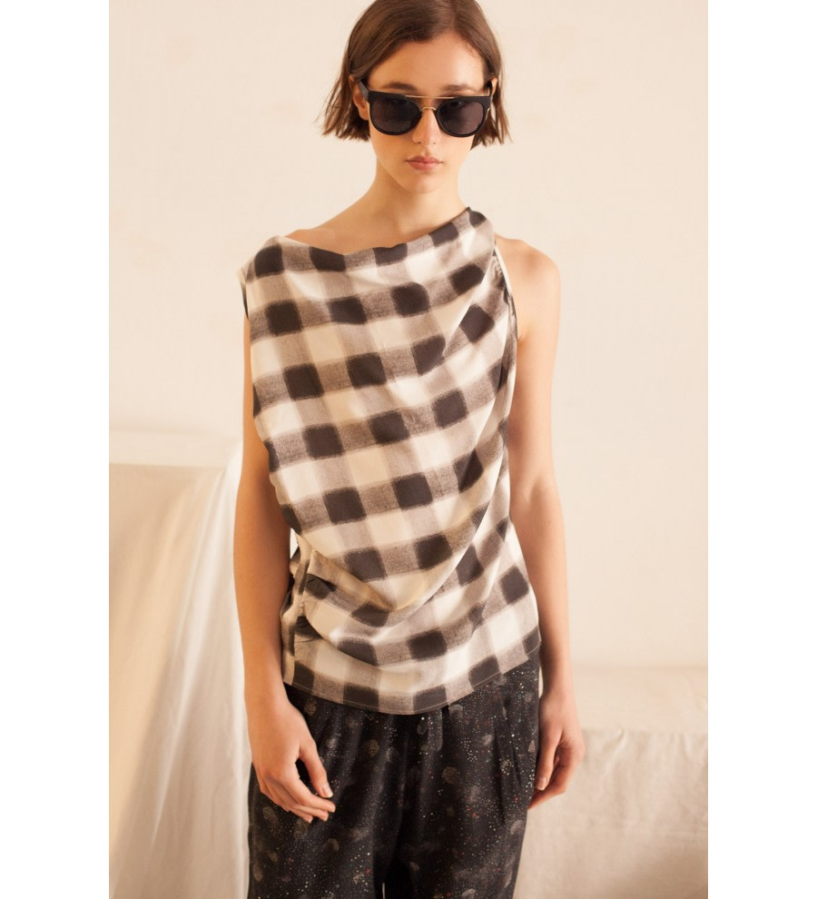 Asymmetric Checked Top
