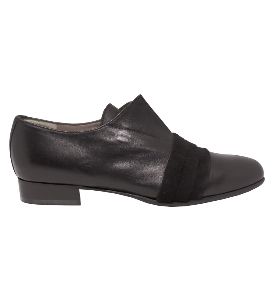 Pleated Leather Brogues