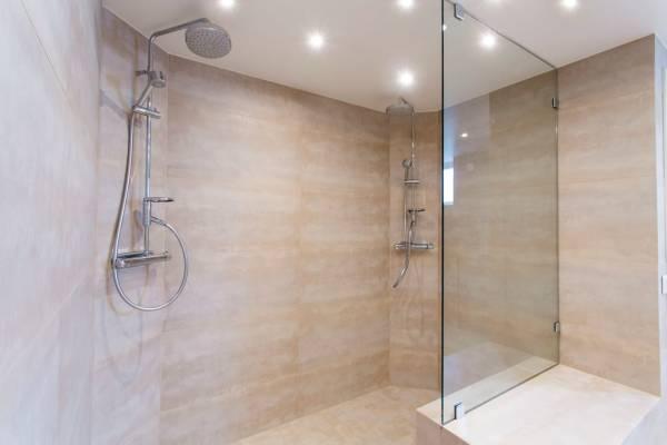 Douche italienne ou cabine de douche?