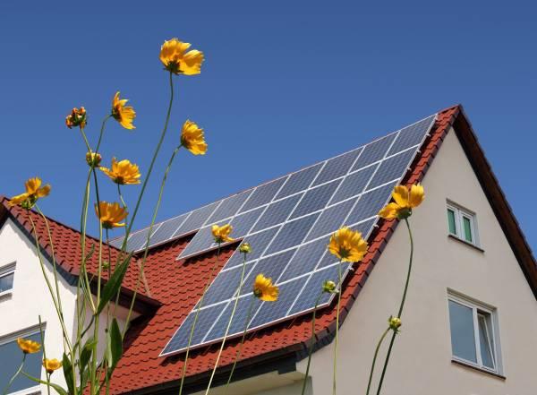Comment et pourquoi nettoyer ses panneaux solaires photovoltaïques?