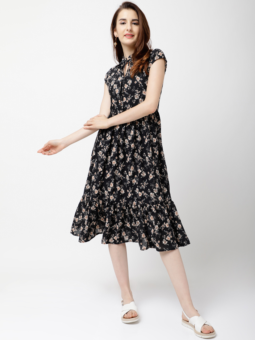 70aee31b7e3 Buy Tokyo Talkies Women Black Printed Fit and Flare Dress Online ...