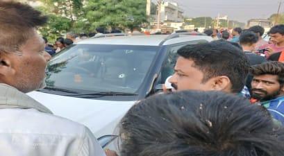 बेगूसराय में वार्दीवालों को अपराधियों ने फिर दिखाया ठेंगा, कारोबारी की गाड़ी पर चढ़कर की तीन लोगों को ठोका, 1 की मौत, 2 घायल