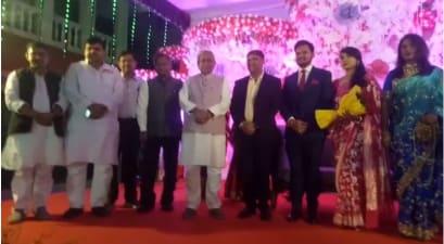 भाजपा विधायक की बेटी के प्रीति भोज में शामिल हुए मुख्यमंत्री नीतीश कुमार, वर-वधू को दिया आशीर्वाद