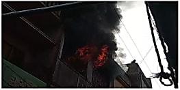 नालंदा में हैंडलूम दुकान में आग लगने से अफरातफरी, मौके पर पहुंची दमकल की गाड़ी