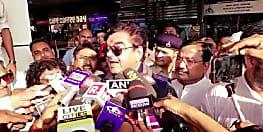 पटना पहुंच शत्रुघ्न सिन्हा ने कहा, मित्र रविशंकर को मेरी शुभकामनाएं