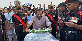 शहादत को सलाम : जम्मू कश्मीर में शहीद खगड़िया के मो0 जावेद को भवन निर्माण मंत्री ने दी श्रद्धांजलि