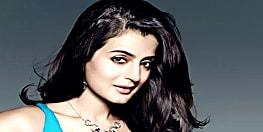 बॉलीवुड अभिनेत्री अमीषा पटेल के खिलाफ अरेस्ट वारंट जारी, जानिए वजह...