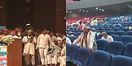 पटना में खाली कुर्सियों को समाजवाद का पाठ पढ़ाते रहे शरद यादव...तस्वीरें झूठ नहीं बोलती