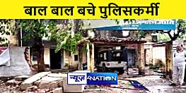 JEHANABAD NEWS : तेज आंधी पानी से गिरा थाना का गेट, बाल बाल बचे पुलिसकर्मी
