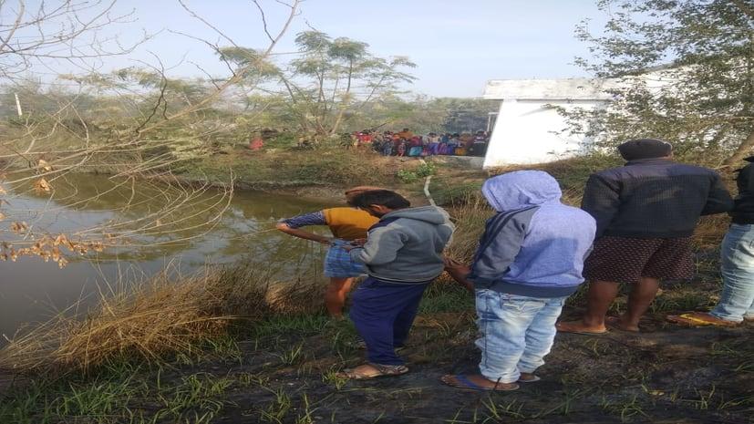 दो दिनों से गायब युवक का शव तलाब से बरामद, इलाके में सनसनी