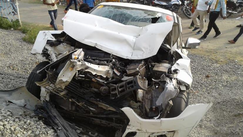 शादी समारोह से लौटने के दौरान ट्रक से टकराई कार, एक की मौत, चार घायल