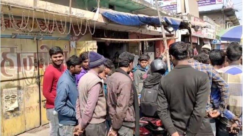 मुजफ्फरपुर में रेल पुलिस की बड़ी कार्रवाई, टूर एंड ट्रेवल्स के कार्यालय में छापेमारी कर दो दलालों को किया गिरफ्तार