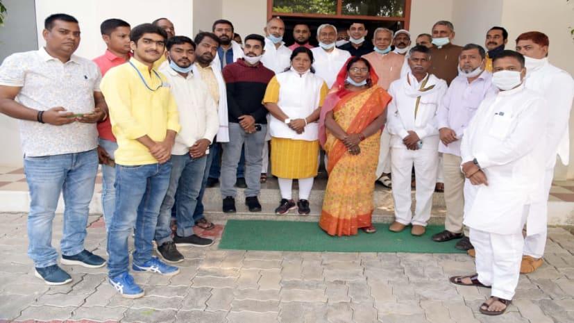 जीत के बाद हम विधायकों के साथ पूर्व मुख्यमंत्री जीतन राम मांझी ने नीतीश कुमार से की मुलाकात, सौंपा समर्थन पत्र