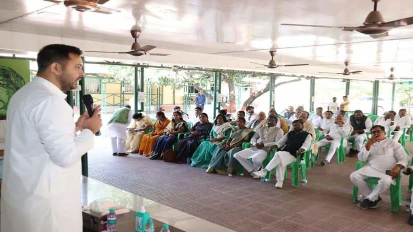 महागठंधन के नेता चुने गए तेजस्वी यादव, 110 विधायकों ने लगाई मुहर