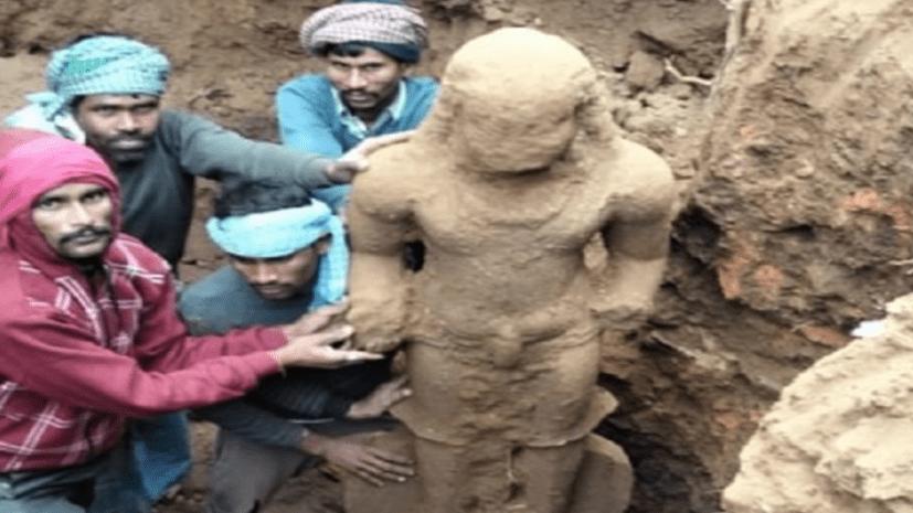 भागलपुर में ऐतिहासिक महत्व की साढ़े 6 फ़ीट ऊंची मूर्ति मिली, युवाओं और बच्चों में सेल्फी लेने की लगी रही होड़