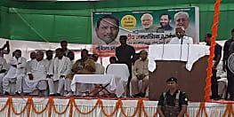 मैं योजनाओं के शिलान्यास के साथ उद्घाटन भी करता हूँ, बगहा की चुनावी सभा में बोले सीएम नीतीश कुमार