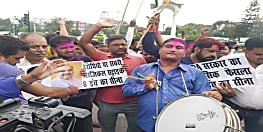 जम्मू-कश्मीर से धारा-370 हटाए जाने के बाद पटना में जश्न, लोगों ने एक साथ मनाई होली-दीवाली