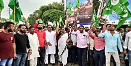 रघुवर सरकार के खिलाफ जेएमएम ने खोला मोर्चा, आक्रोश मार्च का किया आयोजन