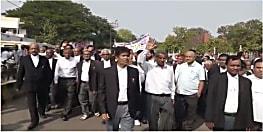 दिल्ली में अधिवक्ताओं पर हमले के खिलाफ गया बार एसोसिएशन ने किया उग्र प्रदर्शन, डीएम को दिया ज्ञापन