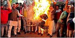 राजद कार्यकर्ताओं ने सीएम और पीएम का फूंका पुतला, सीएए और एनआरसी का किया विरोध