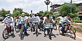 RJD के स्थापना दिवस पर कार्यकर्ताओं ने केंद्र सरकार के खिलाफ विरोध प्रदर्शन किया