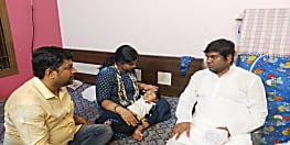 दुर्लभ बीमारी से जूझ रहे आयांश को बचाने की कवायद, इलाज के लिए मंत्री मुकेश सहनी ने दिया अपना एक माह का वेतन
