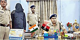 भारी मात्रा में शराब के साथ माफिया गिरफ्तार, तलाशी में मिले अवैध हथियार