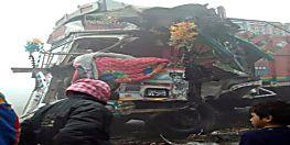 कोहरे का कहर : दो ट्रकों के बीच आमने-सामने टक्कर, 1 ड्राइवर की मौत, खलासी की हालत गंभीर
