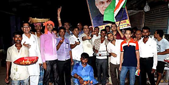 नवादा में धारा 370 हटाने का जश्न जारी, लोगों ने दिये जलाकर मनाई खुशियाँ