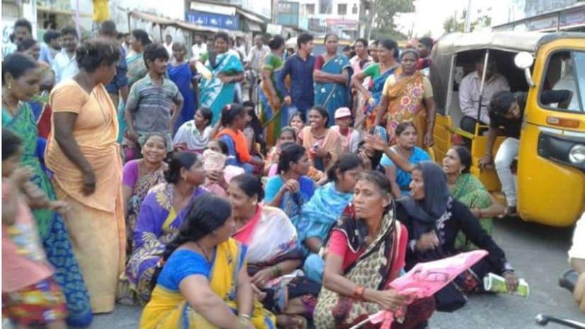 CM की रैली में पैसे पर बुलाई थी भीड़, भुगतान नहीं किया तो सड़क पर धरना देने बैठ गए लोग