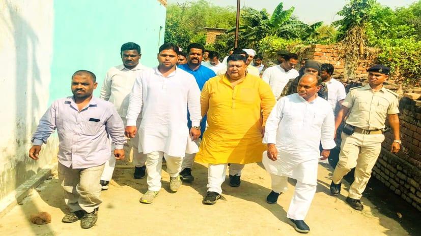 आरसीपी सिंह ने सूरजभान के भाई चंदन के लिए मांगा वोट, कहा- पीएम और सीएम नीतीश पर लोगों को भरोसा