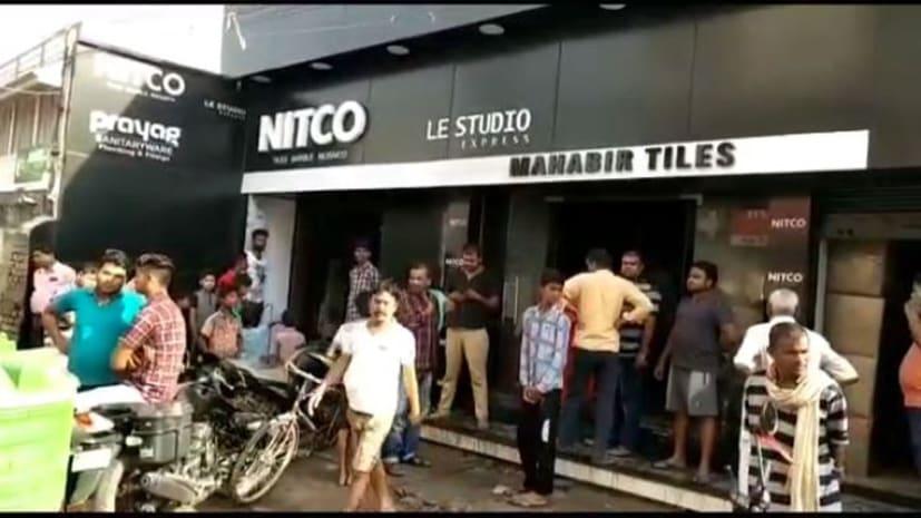 बेगूसराय में चोरों ने दुकान में लगाई आग, 25 लाख का सम्पति जलकर राख