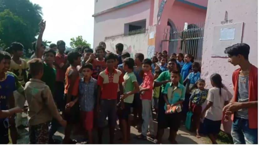 मिड डे मिल और राशियों के आवंटन में गड़बड़ी से फूटा छात्रों का गुस्सा, स्कूल में जड़ा ताला