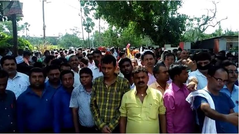 सरकार का आदेश बेअसर, राजधानी पटना में प्रदर्शन के लिए सड़कों पर जुटने लगा शिक्षकों का हुजूम