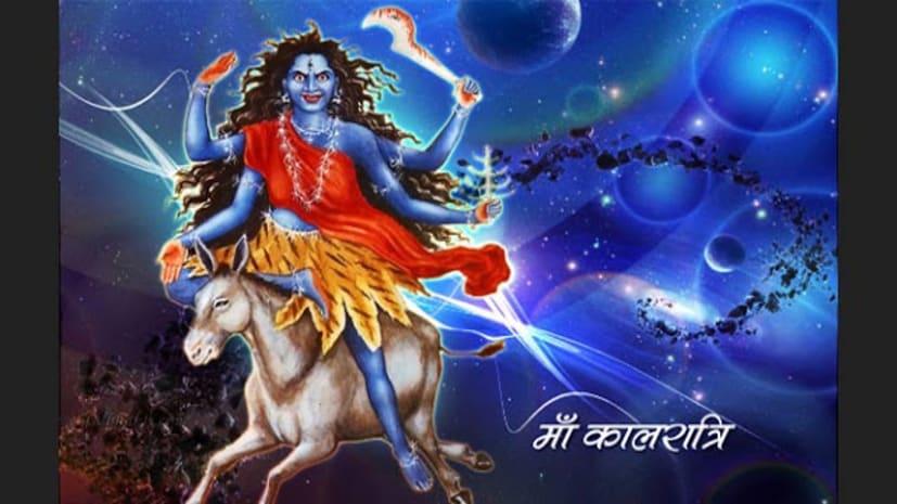 नवरात्र के सातवें दिन मां कालरात्री की हो रही है पूजा, लोगों के दर्शन के लिए मां के खुलें पट