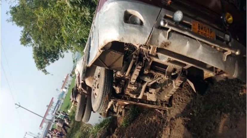 भोजपुर में बड़ा सड़क हादसा, यात्रियों से भरी बस पलटी, 1 की मौत कई गंभीर रुप से घायल