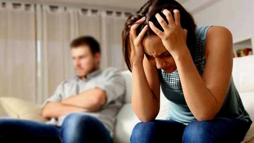 पति देख रहा था पॉर्न मूवी, गैर मर्द के साथ पत्नी को देख उड़ गए होश