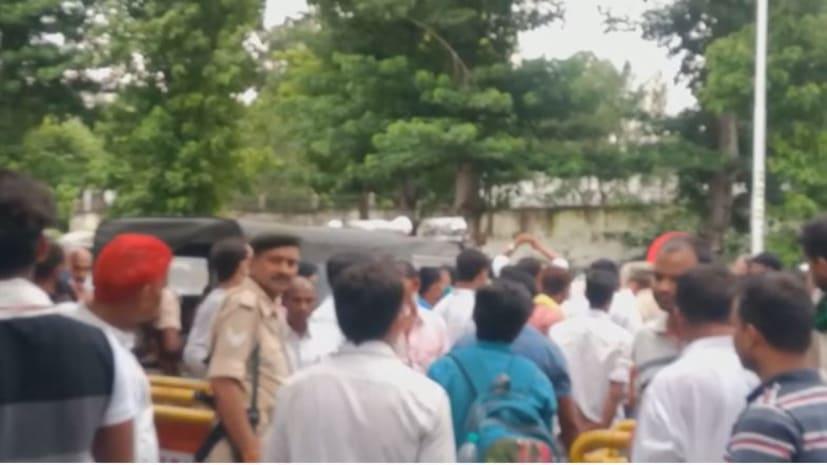 रामा सिंह की राजद में एंट्री की खबर से बवाल,राजद कार्यकर्ताओं ने राबड़ी आवास के बाहर जगदानंद सिंह को घेरा