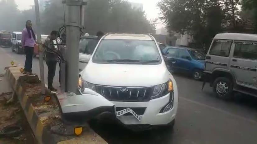 पटना हाई कोर्ट के सामने गाड़ी ने डिवाडर में मारी टक्कर, बाल-बाल बच्चे अन्य लोग