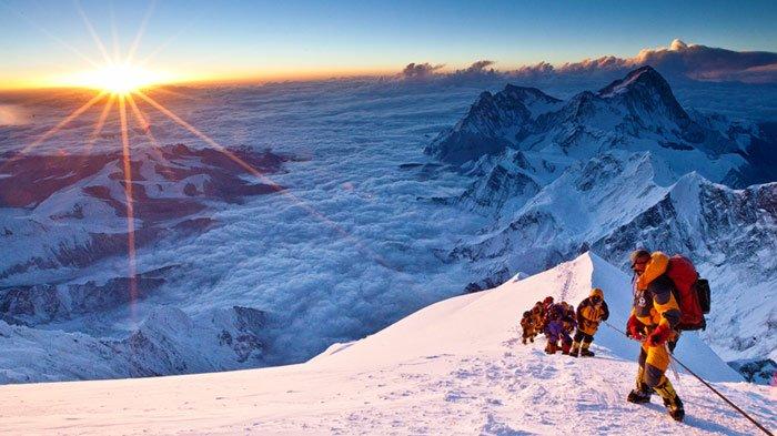 ascend-the-summit-mount-everest_hcysaz.jpg