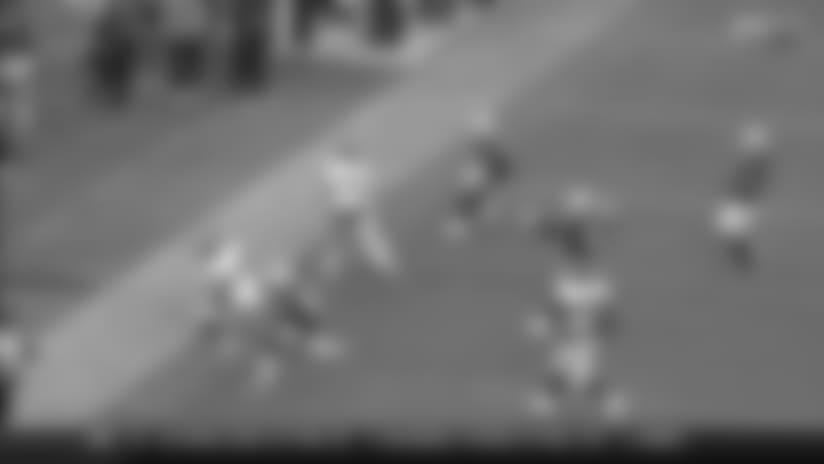 Paxton Lynch shows off wheels on 12-yard scramble