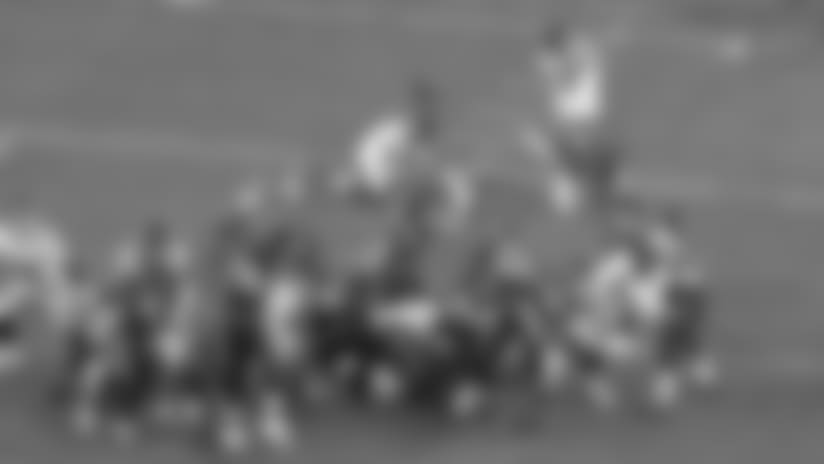 Adam Gotsis blocks Giants field-goal attempt